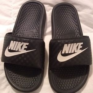 Nike Women's Benassi Size 8 Slide Sandals